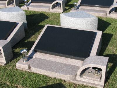 園内にはここだけのスタイリッシュな洋風墓石。